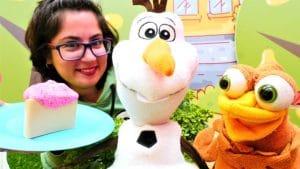 Çocuk videoları. Karlar Ülkesi Olaf'ın kek ülkesine yolculuğu. Yemek yapma oyunu