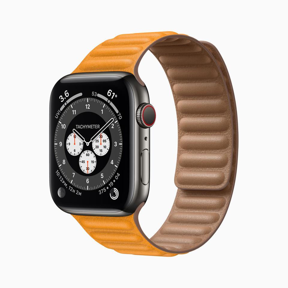 Şehvetli deri kayışlı Apple Watch Series 6.