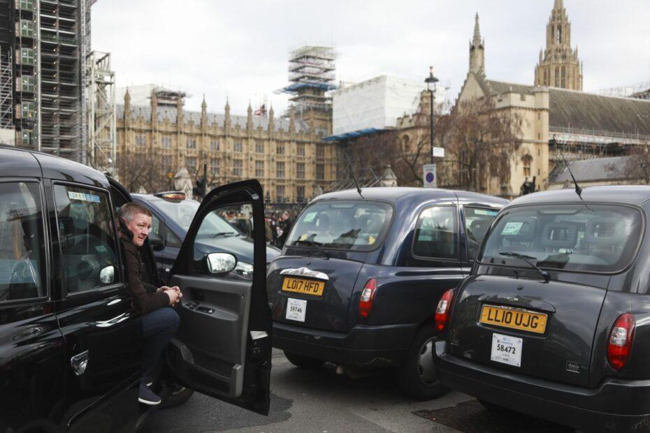 Salgın Londra taksi şoförlerine arazi taksilerinin beşte birini vurdu
