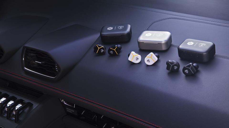 Üç çift Master & Dynamic Lamborghini MW07 gerçek kablosuz kulaklık