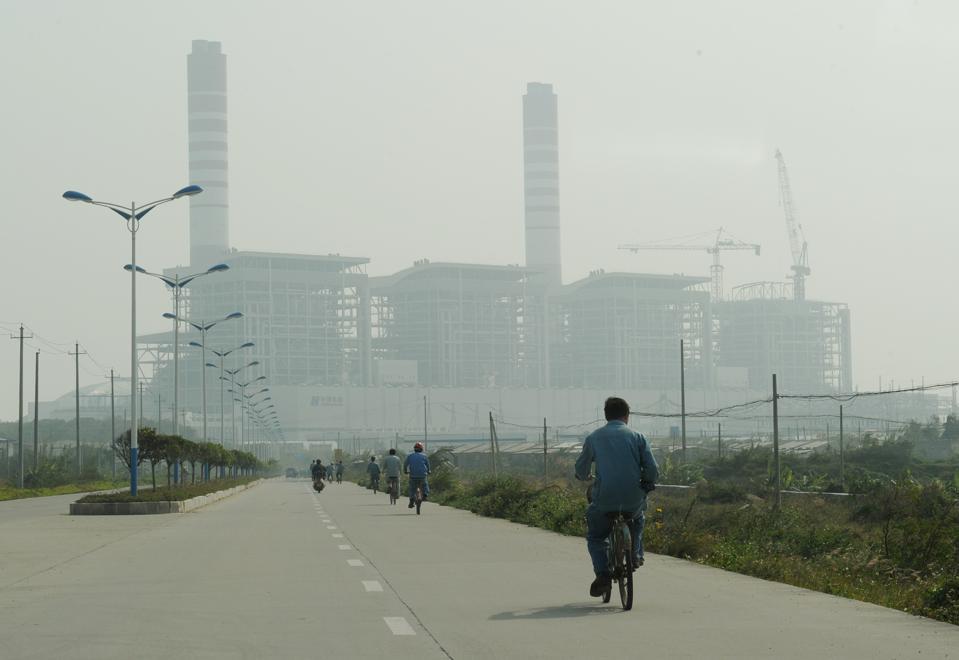 Kömür yakıtlı elektrik santralinin görünümü
