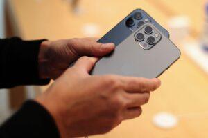 Apple, iPhone için radikal yeni kamera tasarımını ortaya koyuyor