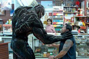 'Venom 2', 'Shang-Chi'den uzaklaşıyor, ancak James Bond'a daha yakın