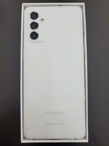 SK Telecom için perakende paketinde Samsung Galaxy Quantum2 (diğer adıyla Galaxy A82)