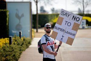 Avrupa'nın en büyük futbol takımlarının 'Süper Lig' çöküşünü planlamasıyla hisse senetleri yükseliyor, öfke başlıyor