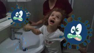 Ellerini yıka.Serra el yıkamayı öğreniyor.Eğitici ve Eğlenceli Çocuk Videoları.