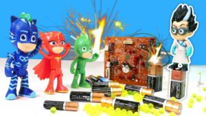 Pijamaskeliler ile laboratuvar oyunları. Romeo herkesi dönüştürüyor. Süper kahramanlar ile videolar