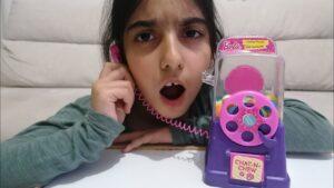 çocuk videoları komik   şeker dolu telefon kulübesi