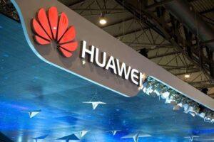 Huawei: Akıllı telefon pazarından çekilmeyeceğiz